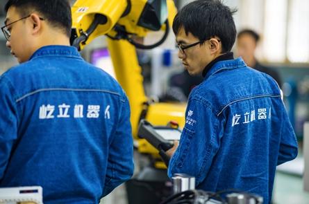 海天六关节机器人生产线装配